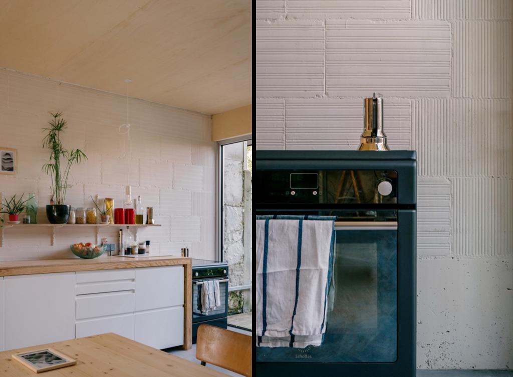 Deux photos. A droite un zoom sur la cuisinière noire avec une cafetière inox. A gauche la cuisine en bois et mélaminé blanc. Une étagère avec des plantes et des bocaux.